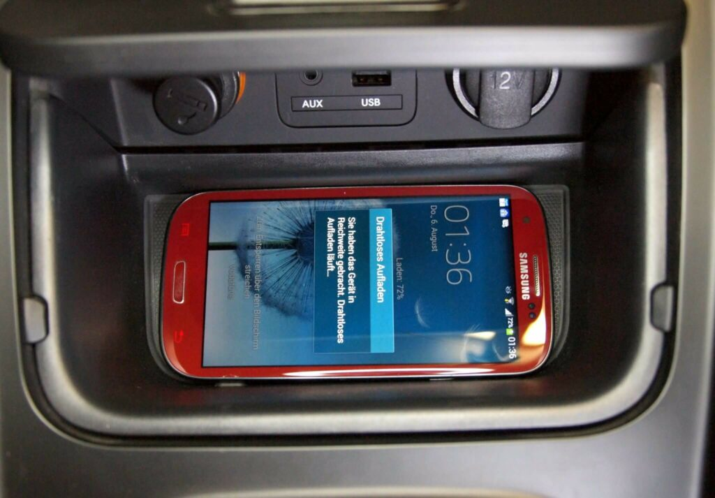 Kia Ceed: Qi-Ladegerät im Auto