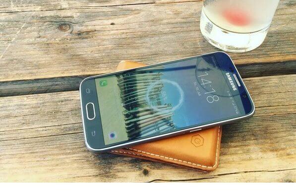 Poqit: Qi-Akku und Portemonnaie